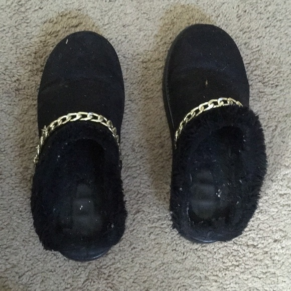 Used Black Color Women's Size 7 Medium Slippers